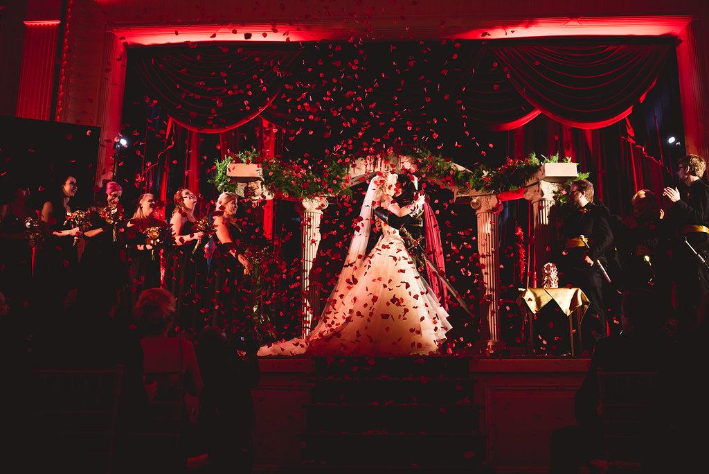 Молодожены-вампиры поженились в США