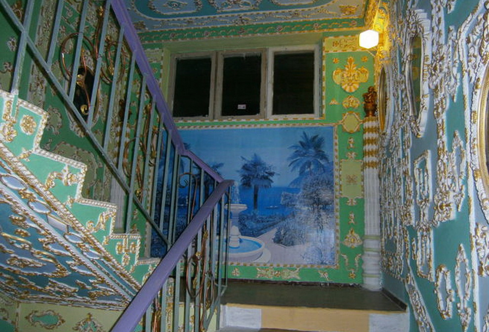 Киевлянин превратил свой подъезд во дворец 17-го века