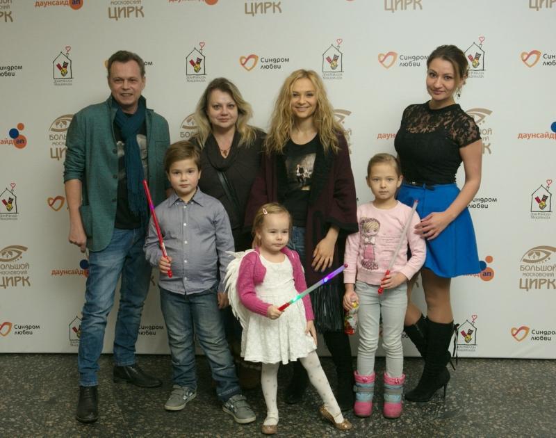 Владимир Левкин с семьей.jpg