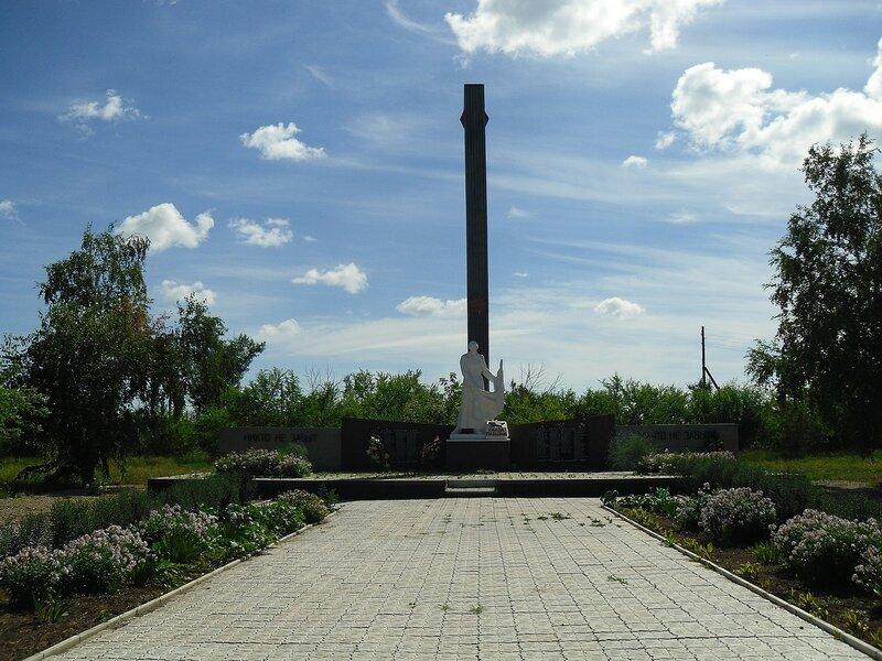 Село Сереброполь, памятник павшим односельчанам.
