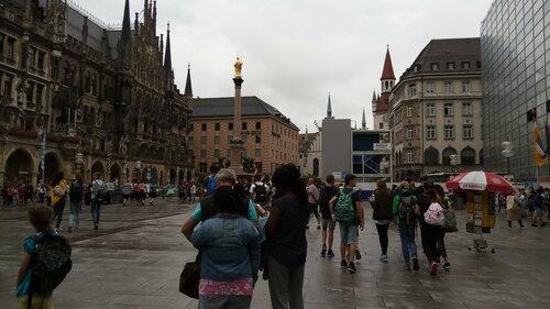 Мариенплац в дождливый день.