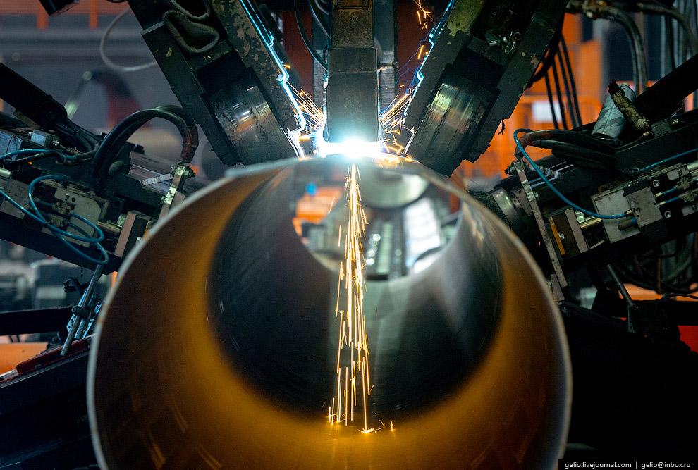 58. На «Высоте 239» производятся трубы большого диаметра для нефте- и газопроводов. Они предназ