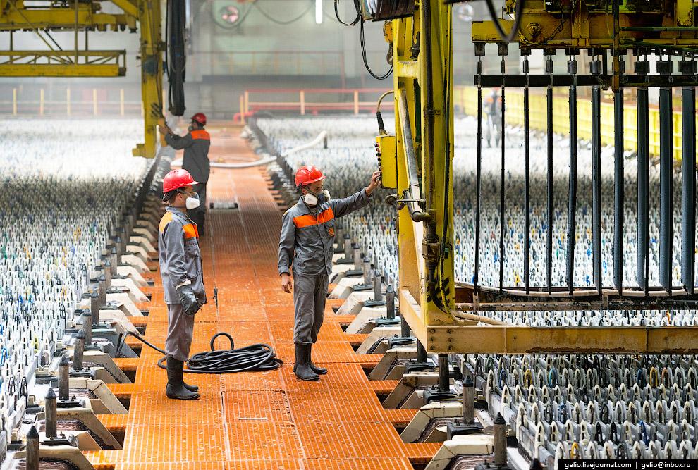 33. В плавильном отделении цеха производят готовую продукцию: цинк и сплавы на его основе в вид
