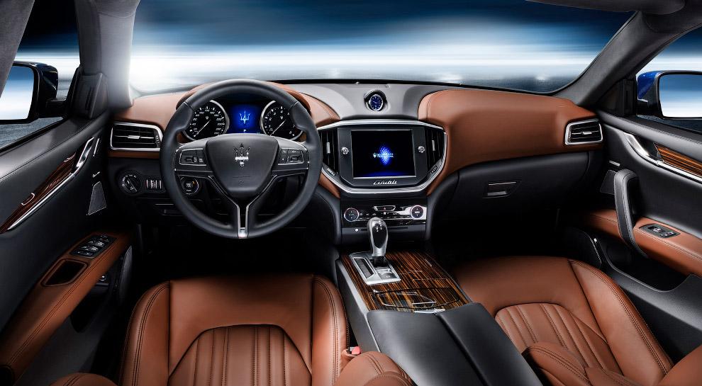 Lamborghini Centenario Roadster Еще одной звездой открывшегося автосалона стала эксклюзивная мо