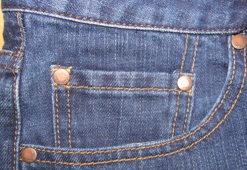 Кармашек на джинсах Есть сразу несколько версий, для каких целей был придуман знаменитый пятый карма