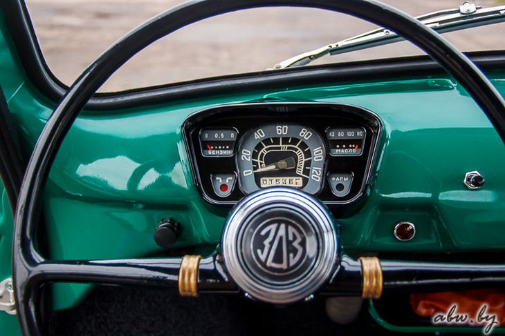 Заднее стекло унифицировано с лобовым: ЗАЗ-965 разрабатывался максимально простым