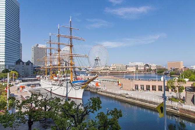Парк развлечений (Yokohama Cosmo World). Количество аттракционов на квадратный метр поражает