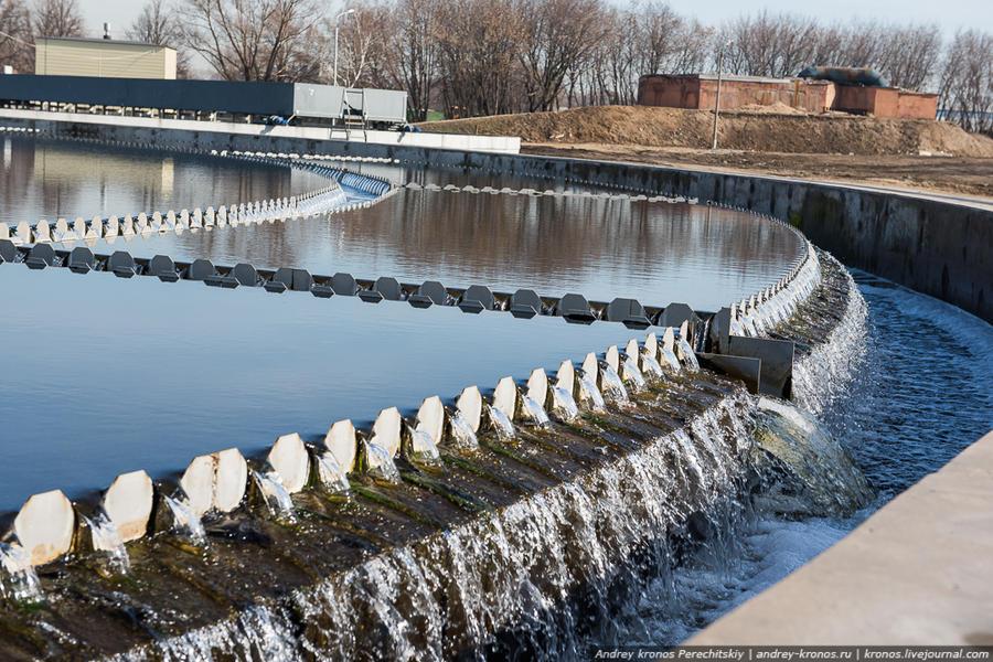 14. Вода, получаемая после вторичного отстойника по прозрачности не уступает той, что течёт в нашем