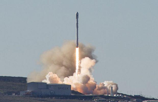 SpaceX после прошлогоднего масштабного взрыва удалось вконце концов благополучно запустить ракету