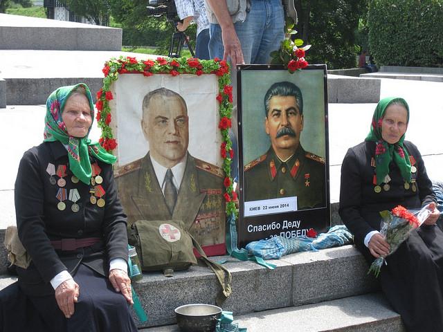 Киев. 22 июня 2014 в Парке Славы у Вечного Огня.jpg