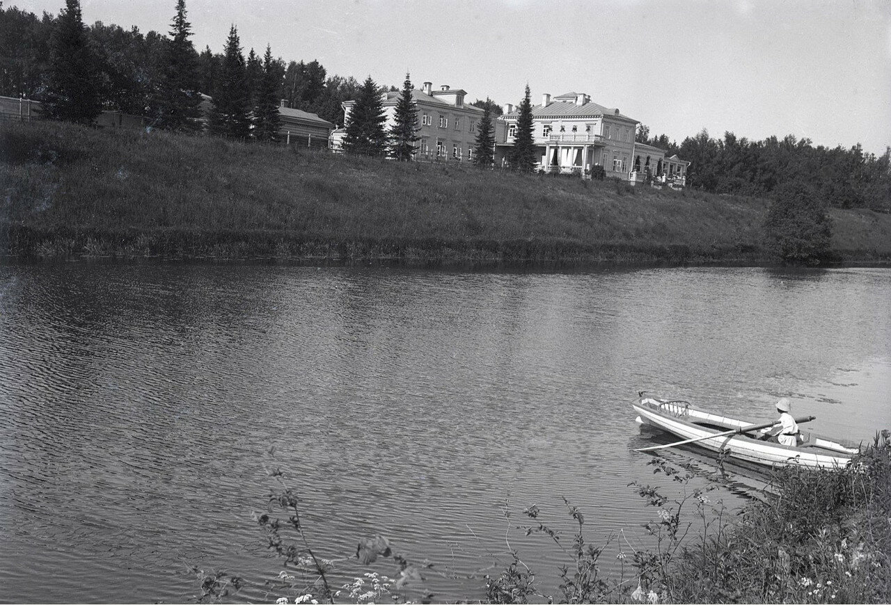 1910. Усадьба Солнцево на  берегу реки Клязьмы