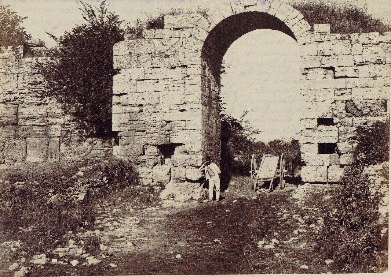Пестум. Ворота Сирены