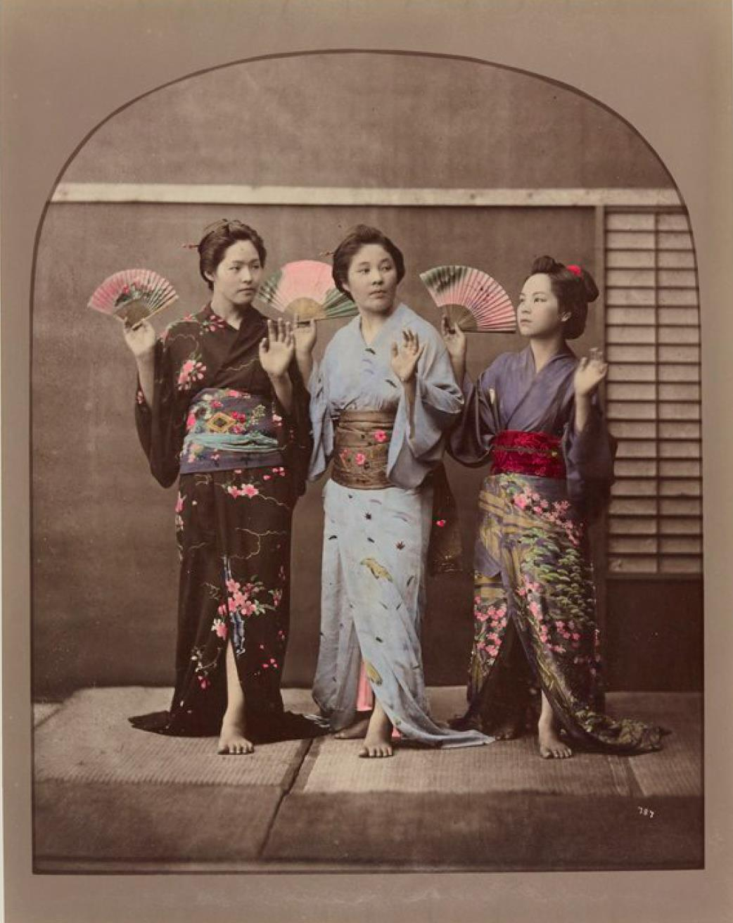 Три танцующие гейши