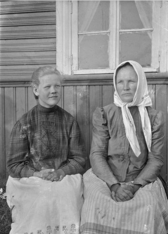 Пахомовка. Мать и дочь