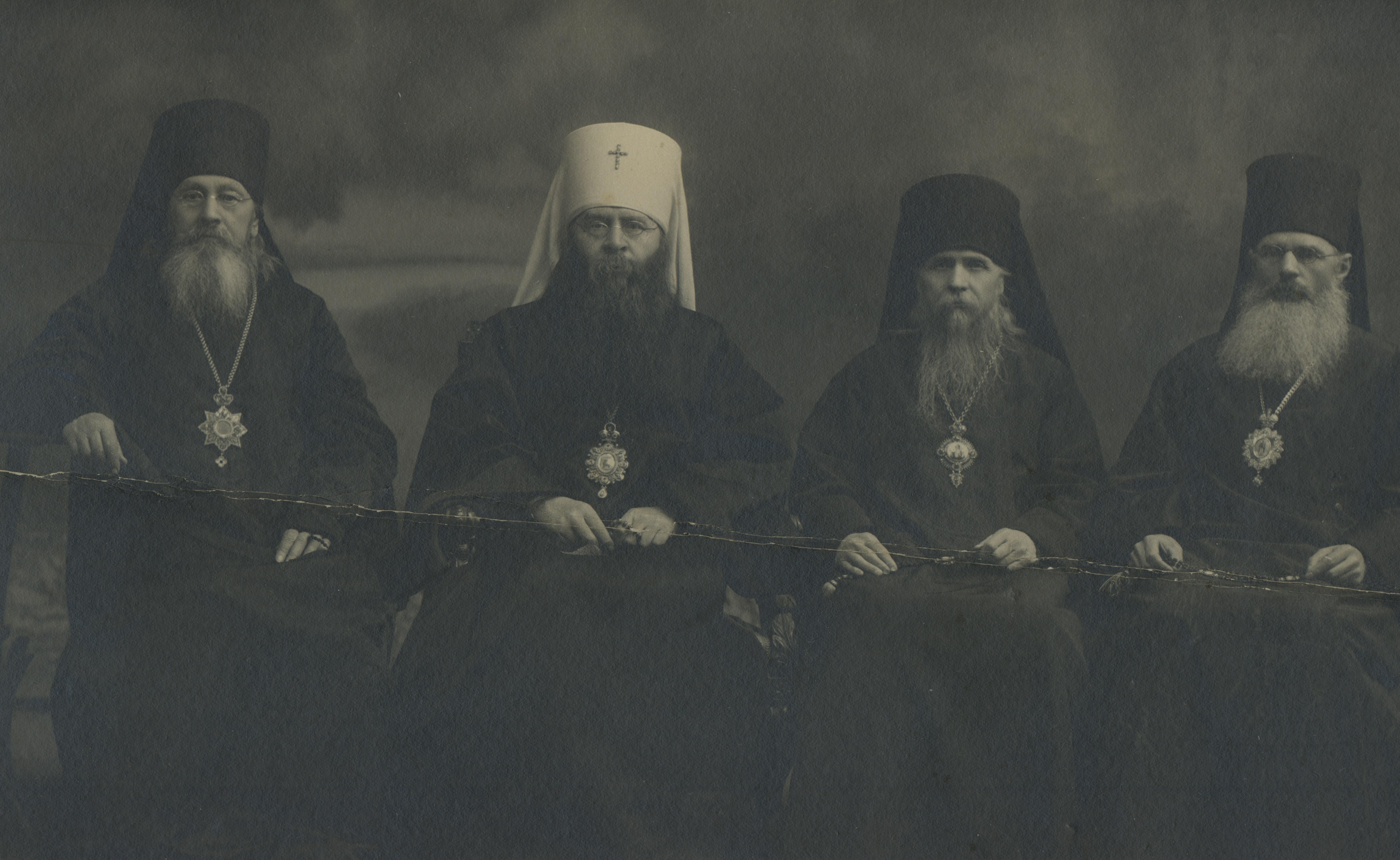 Митрополит Сергий и епископы Митрофан (Загорский), Евгений (Мерцалов), неизвестный. 1890 – 1900