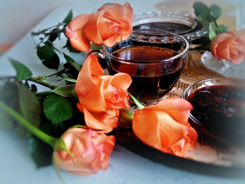 с букетом роз, на чашку чая<br /> я вас всем сердцем приглашаю!