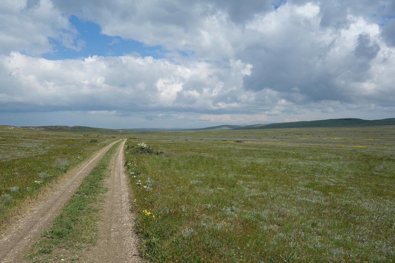 дорога через Каралар весенний