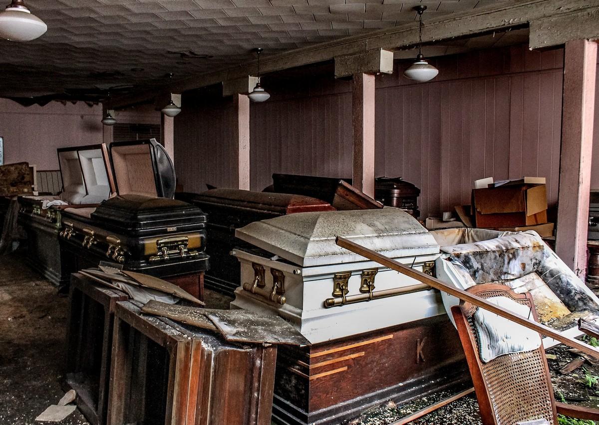 Заброшенное похоронное бюро в США