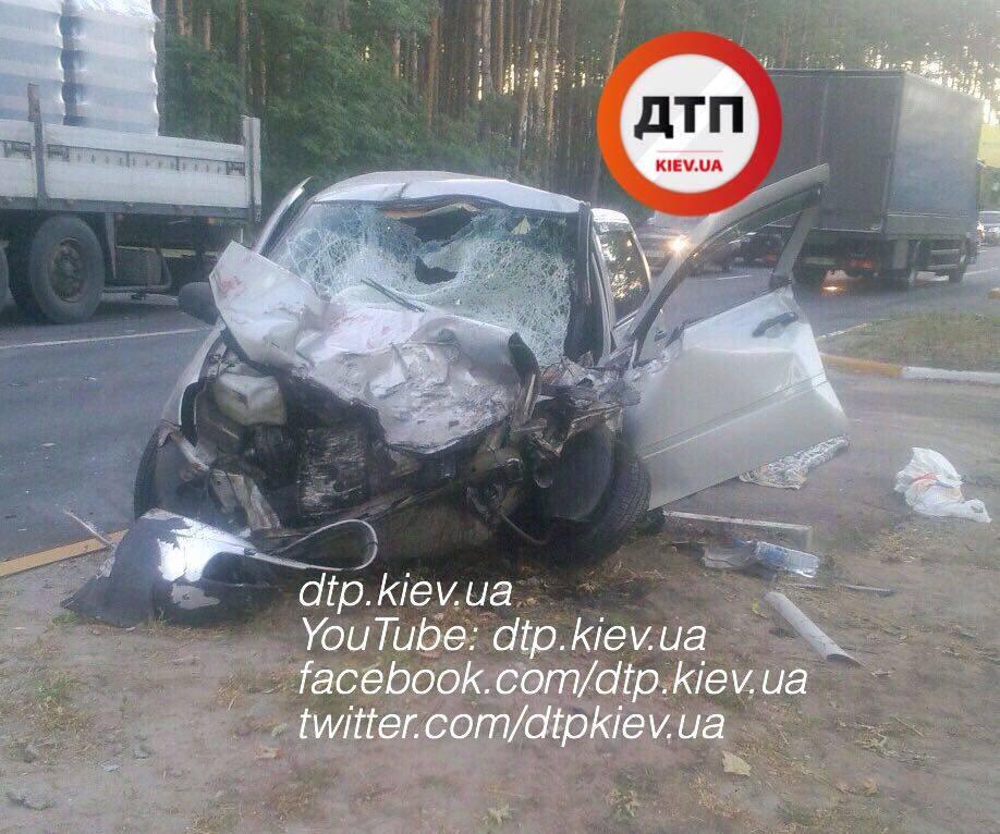 Водитель легковушки погиб из-за столкновения с микроавтобусом в Одесской области