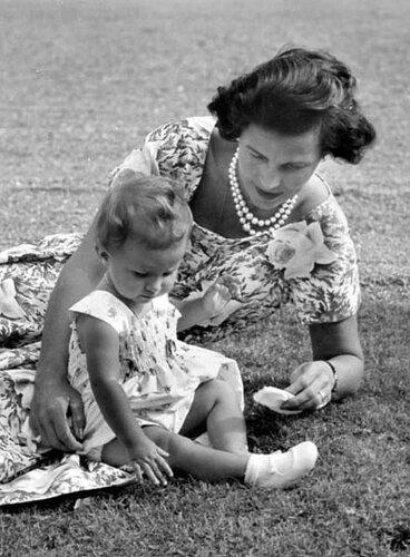 Лилиан и Мария Эсмеральда. 1957 г.