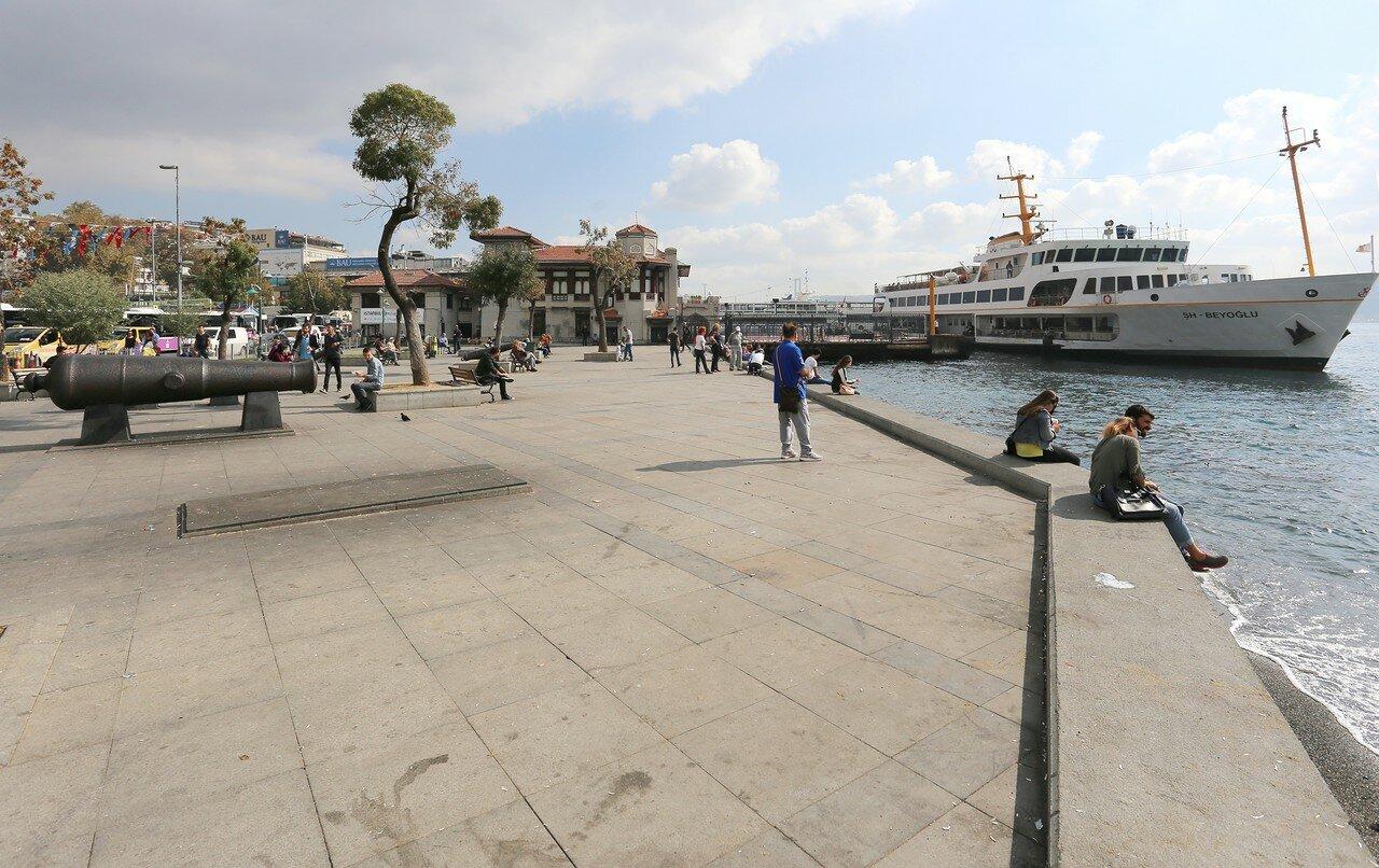 Istanbul. Besiktas ferry terminal (Beşıktaş Iskelesi)
