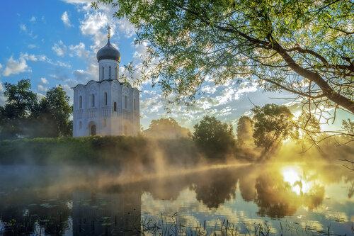 Утро на Владимирской земле. Храм  Покрова на Нерли