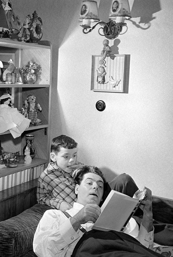 4. Аркадий Райкин с сыном Константином. 1957 год