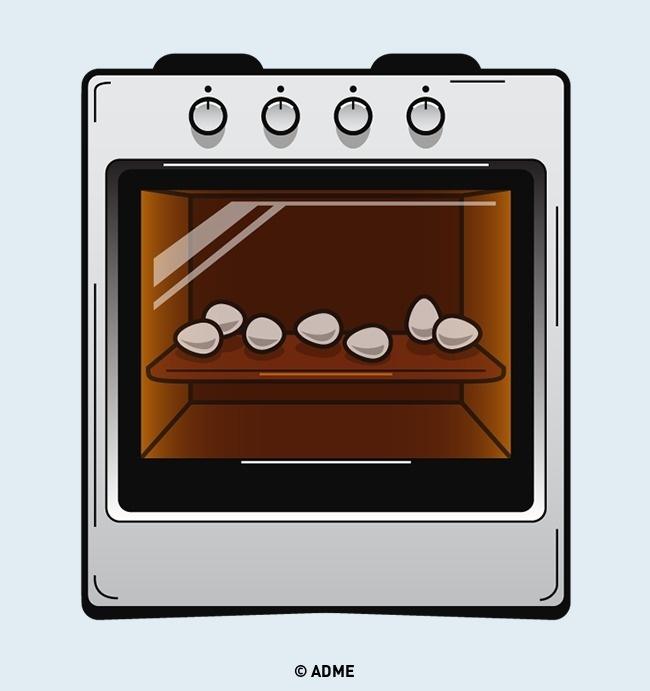Если вам нужно большое количество яиц вкрутую (для нескольких салатов, например)— приготовить ихв