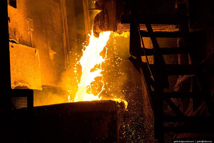 2. Челябинский металлургический комбинат . Крупнейшее в России предприятие полного металлургического