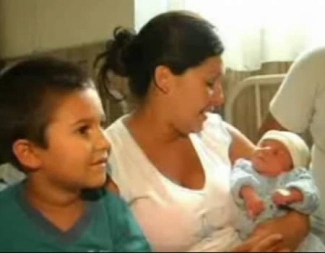 Этот мальчик определенно в будущем выберет профессию гинеколога Когда его беременная мать почувствов