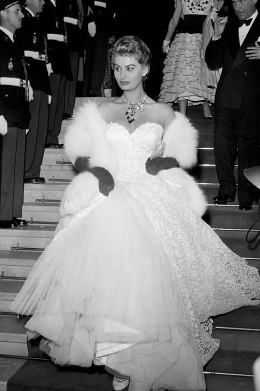 4. В 1955 году именно Софи Лорен была воплощением шикарнейшей кинозвезды. Чего только стоит ее облег