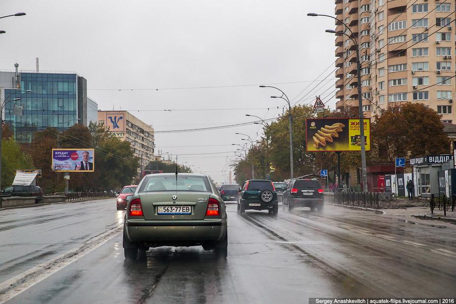 5. Обратил внимание, что таксист пользуется Яндекс.Навигатором. В Киеве, кстати, расположен оди