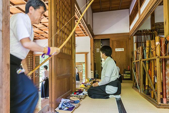 Вобще, нужно отметить, что это чуть ли не единственный из посещенных нами буддистских храмов, гд
