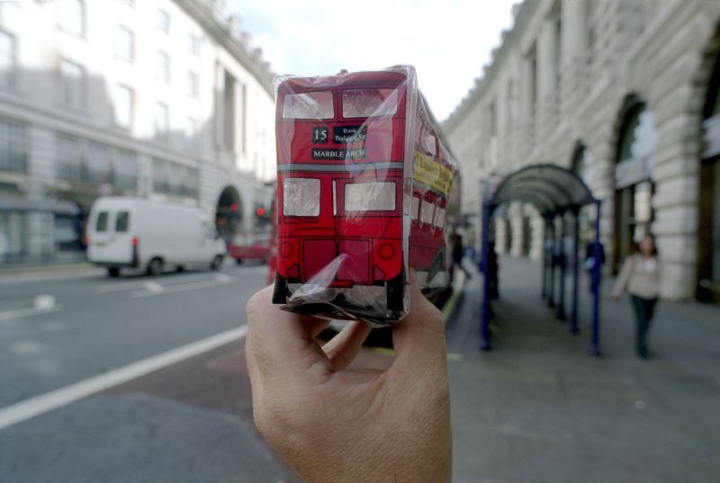 17. Знаменитый двухэтажный лондонский автобус.