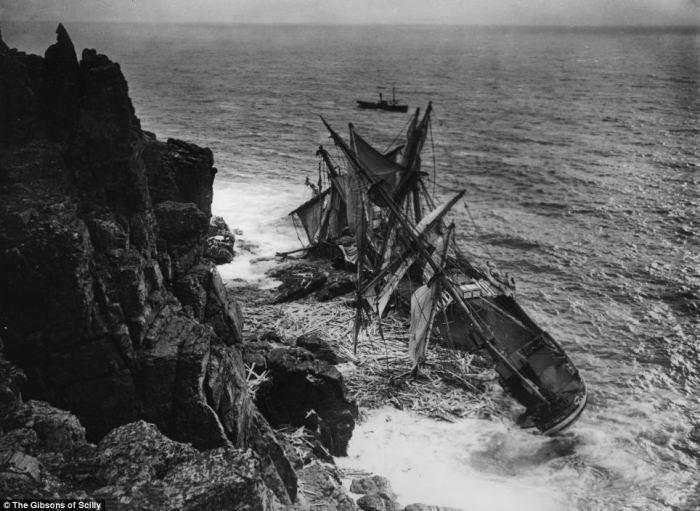 «Minnehaha» напоролось на скалы в 1874 году. Судно затонуло так стремительно, что некоторые матросы