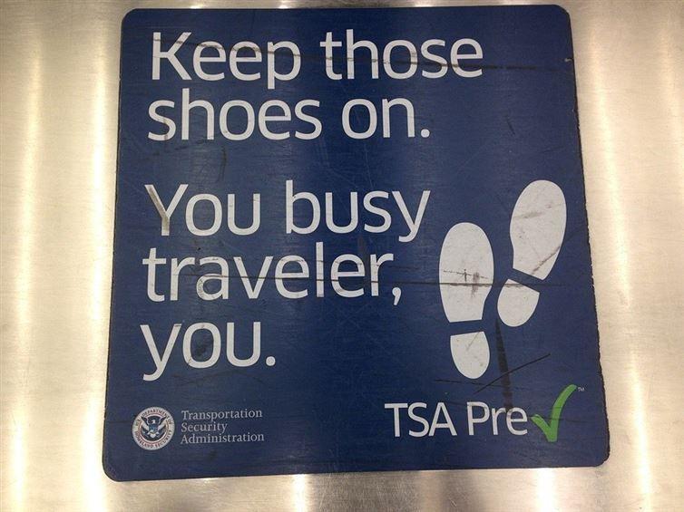 Летайте ночными рейсами, так сэкономите время, деньги и избежите большого скопления людей