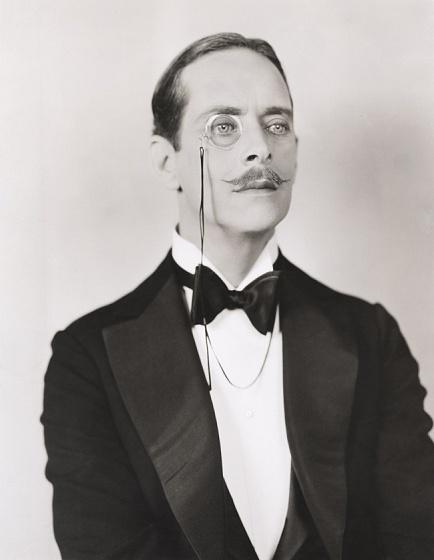 1910-е   Рафинированная элегантность  Первая мировая война привнесла в мирную жизнь усы а