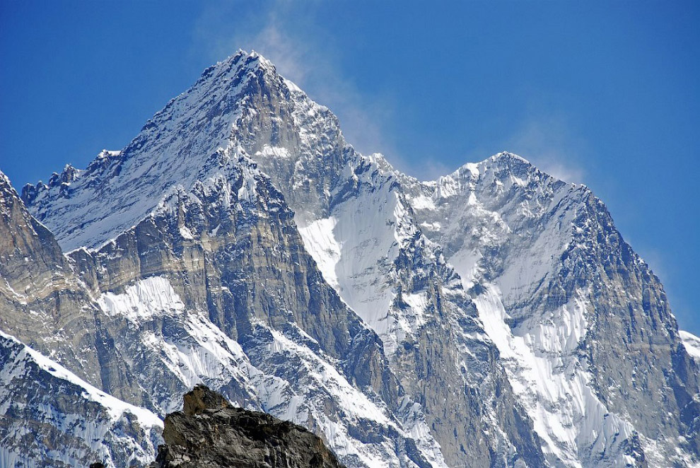 Из всех попыток восхождения на Лхоцзе успехом увенчались лишь 25%.