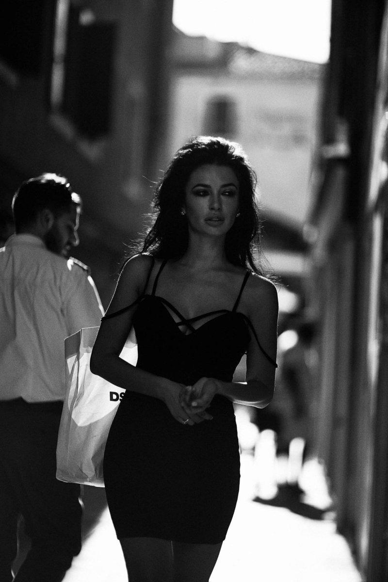 Измена происходит, только тогда, когда женщина эмоционально остыла к своему мужчине, не уважает,
