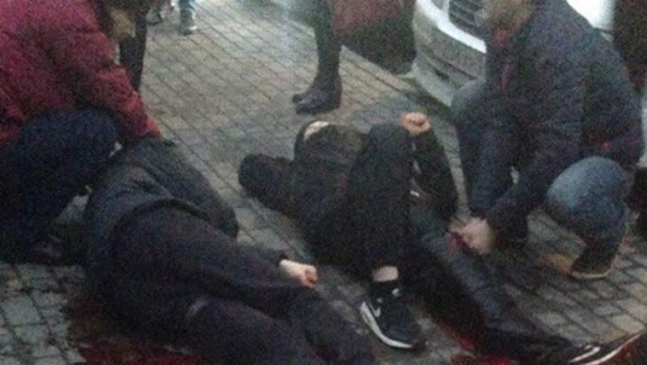 У «Аквамолла» вУльяновске порезали двоих молодых людей