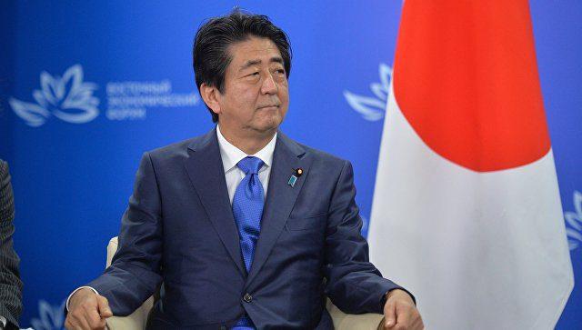Премьер Японии пообещал принять В. Путина как дорогого гостя