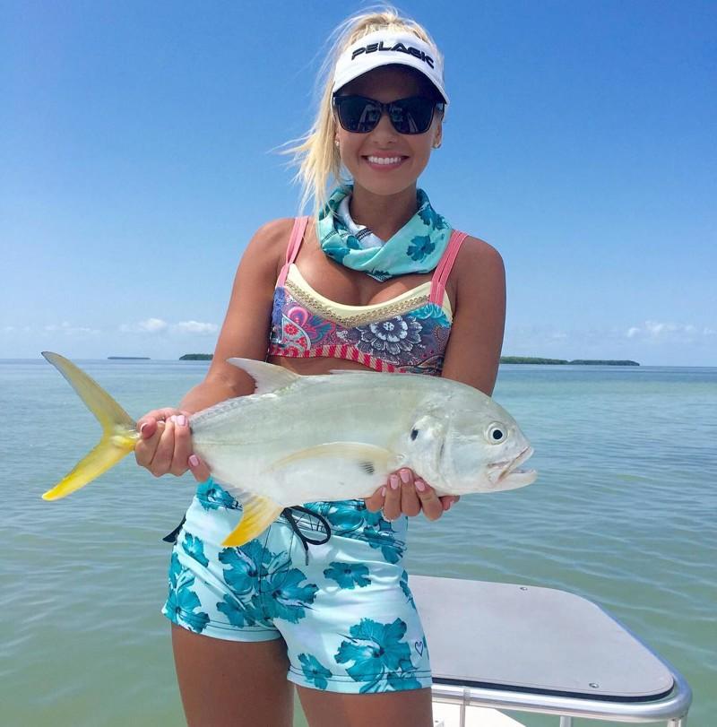 Мишель Клаватт — ошеломляющая блондинка, обожающая рыбную ловлю