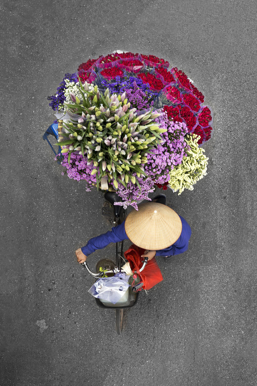 Aerial Shots of the Bright and Colorful Goods Sold by Street Vendors in Vietnam by Photographer Loes Heerink (8 pics)