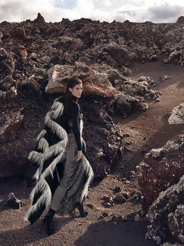 Related Post Alicja Tubilewicz for ELLE Poland by Agata Pospies... L'Officiel Singapore May 2011 Cov