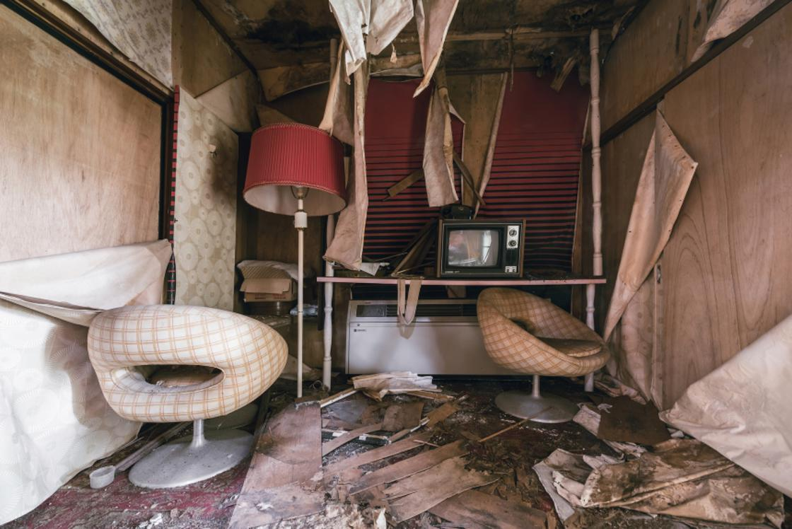 Urbex – Visiting an abandoned Love Hotel in Japan is fascinating