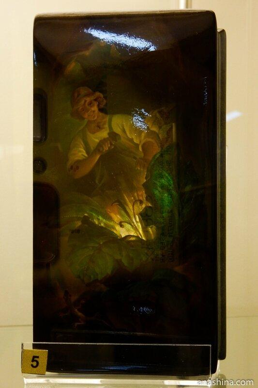 Шкатулка с перламутром, Федоскинская лаковая миниатюра