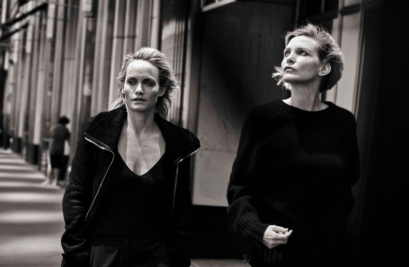 Amber Valletta, Nadja Auermann - Walking by Peter Lindbergh - Vogue Italia october 2016