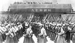 парад 7 ноября 1941 г. в Москве.jpg