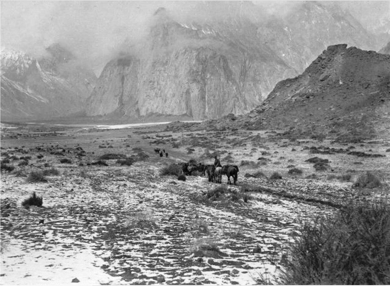 Долина реки Музарт между Кайлинь и Тамга-Таш. Вид с юга