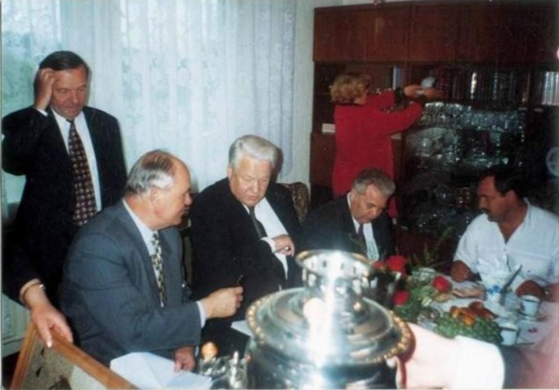 1990-е. На огонек. Калининградская обл., пос. Мельниково